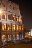 De Nacht van Coliseum (Colosseo - Rome - Italië) stock afbeeldingen