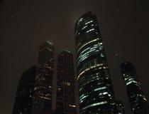De nacht van de de Stadswinter van Moskou stock foto's