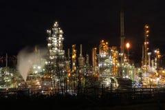 De Nacht van de olieraffinaderij, Burrard-Inham, BC stock fotografie