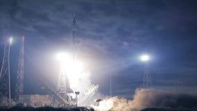 De nacht van de raketlancering stock videobeelden