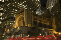 De Nacht van de Stad van New York van de Kerk van heilige Bartholomew Stock Fotografie