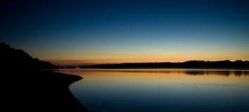 De nacht van de zomer bij de rivier Volga Royalty-vrije Stock Afbeelding