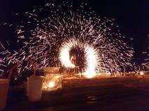 De nacht van het brandstrand toont samui Royalty-vrije Stock Fotografie