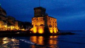 De nacht van het Rapallokasteel stock video
