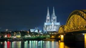 De nacht van Keulen Duitsland Stock Fotografie