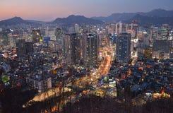 De nacht van Seoel, Zuid-Korea, 12-19-2012: Cityscape bij de Toren van N Seoel, Seoel, Zuid-Korea Stock Fotografie