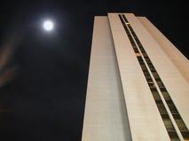 De Nacht van Skyscraping Royalty-vrije Stock Afbeeldingen