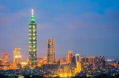 De nacht van de stad van Taipeh met 101 toren, Centrum is een oriëntatiepuntwolkenkrabber in Taipeh, Taiwan royalty-vrije stock afbeeldingen