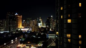 De nacht van de tijdtijdspanne van de horizon van Bangkok op het gebied van Sukhumvit Nana stock videobeelden