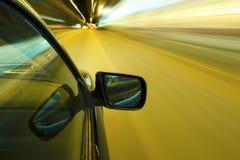 De nachtaandrijving van de autosnelheid Stock Foto's