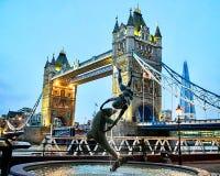 De nachtbrug van Londen Stock Afbeelding