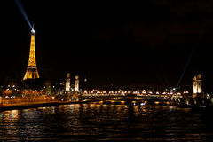 De nachtcityscape van Parisrian Royalty-vrije Stock Afbeeldingen