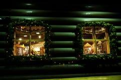 De nachtdecoratie van Kerstmisvensters Stock Afbeelding