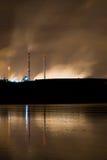 De nachtelijke kustindustrie Stock Foto