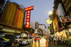 De nachtfotografie van Yaowarat-Road is de belangrijkste slagader van Chinatown, is één van de grootste Chinatowns in de wereld royalty-vrije stock fotografie