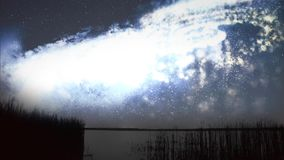 De nachthemel over het meer stock footage