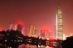 De nachthorizon shenzhen binnen stad royalty-vrije stock fotografie