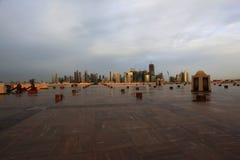 De nachthorizon van de Doha nieuwe stad stock afbeelding