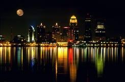 De nachthorizon van Louisville KY. Royalty-vrije Stock Afbeelding