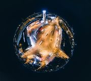 De Nachthuizen van de gebiedplaneet in de stad Origo, 360 VR Hommelbeeld van Riga voor Virtuele werkelijkheid, Panorama Stock Afbeelding