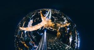 De Nachthuizen van de gebiedplaneet in de stad Origo, 360 VR Hommelbeeld van Riga voor Virtuele werkelijkheid, Panorama Stock Afbeeldingen