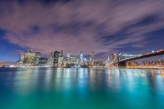 De nachtmening van de brug van Manhattan en van Brooklyn Stock Afbeelding