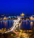 De nachtmening van de Kettingsbrug, de Donau en de Heilige Istvan Royalty-vrije Stock Fotografie