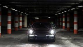 De nachtmening van de luxesportwagen royalty-vrije stock fotografie