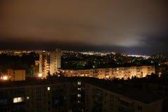 De nachtmening van de stad stock afbeeldingen
