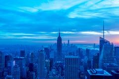 De nachtmening van New York Manhattan tijdens zonsondergang Royalty-vrije Stock Foto