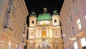 De de nachtmening van Peterskirche St Peters Church, Wenen, Oostenrijk stock fotografie