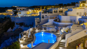 De nachtmening van Santorini Fira in Griekenland Royalty-vrije Stock Afbeelding