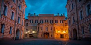 De nachtmening van St. Petersburg stock foto