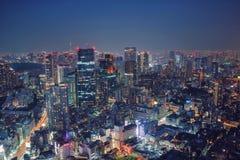 De Nachtmening van Tokyo, Japan - van het Commerciële het beeld stadsconcept, de moderne cityscape bouw met mooie verlichting bij royalty-vrije stock afbeelding