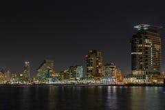 De nachtpanorama van Tel Aviv stock afbeeldingen