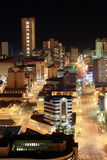 De nachtscène van de stad stock fotografie