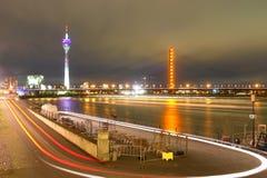 De nachtscène van Dusseldorf - van Duitsland Stock Afbeelding