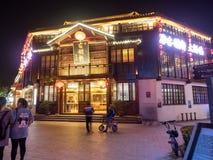 De nachtscène van het restaurantstraat van Nan-Tchang op 11 Nov., 2017 bepaalt van de plaats royalty-vrije stock fotografie