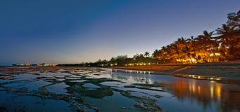 De nachtscène van het strand Stock Afbeelding
