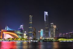 De nachtscène van de Nieuwe Stad van Zhujiang in Guangzhou, China stock foto's