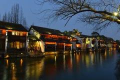 De nachtscène van Wuzhen-stad in Zhejiang, China royalty-vrije stock foto's