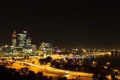 De nachtscène van Perth Stock Afbeeldingen