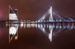 De nachtstad van Riga stock fotografie