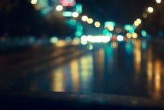 De nachtweg in de stad stock afbeelding