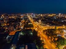 De nachtzomer Voronezh, satellietbeeld Toren van beheer van van de zuidoostenspoorweg en Revolutie vooruitzicht royalty-vrije stock fotografie