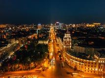De nachtzomer Voronezh, satellietbeeld Toren van beheer van van de zuidoostenspoorweg en Revolutie vooruitzicht stock foto's