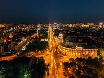 De nachtzomer Voronezh, satellietbeeld Toren van beheer van van de zuidoostenspoorweg en Revolutie vooruitzicht royalty-vrije stock foto's