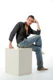 De nadenkende man op een kubus Royalty-vrije Stock Afbeelding