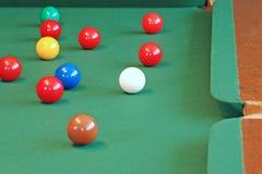 De Nadruk van de Ballen van de snooker op de Witte Bal van het Richtsnoer royalty-vrije stock foto's