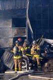 De nasleep van brandweerlieden stock foto